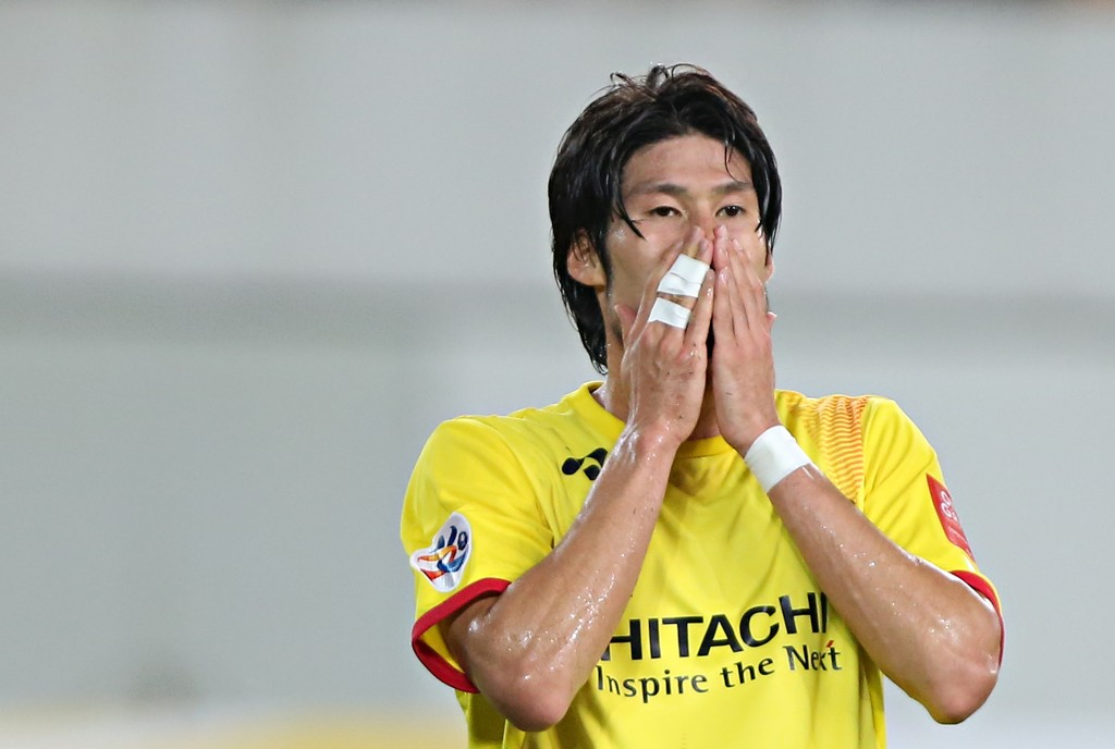 GUANGZHOU, CHINA - SEPTEMBER 15: Daisuke Suzuki of Kashiwa Reysol reacts during the Asian Champions League Quarter Final match between Guangzhou Evergrande and Kashiwa Reysol at Tianhe Stadium on September 15, 2015 in Guangzhou, China.  (Photo by Zhong Zhi/Getty Images)