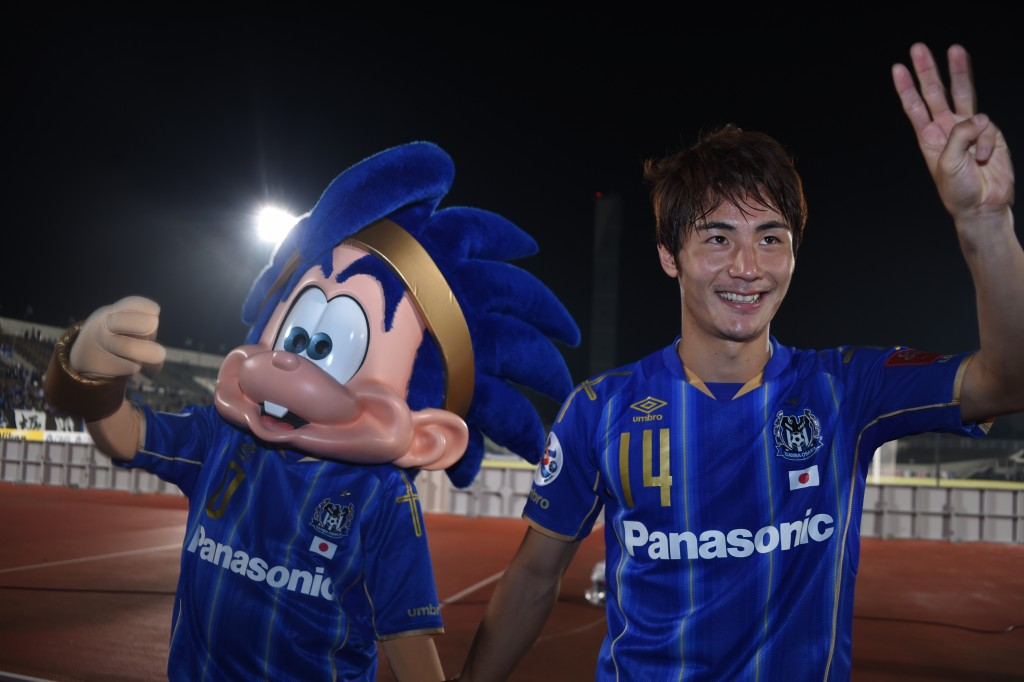 OSAKA, JAPAN - SEPTEMBER 16: Koki Yonekura of Gamba Osaka, who scores the winner, thanks to the supporters with the team mascot--- during the AFC Champions League quarter final match between Gamba Osaka and Jeonbuk Hyundai Motors ]at Expo '70 Stadium on September 16, 2015 in Osaka, Japan. (Photo by Kaz Photography/Getty Images)
