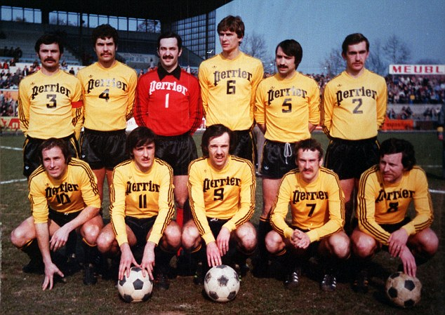 Arsenal manager Arsene Wenger background pictures: As a player for Racing Club de Strasbourg, team group 1970's. (back row No6)